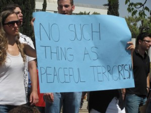 Tel_Aviv_university_students_support_IDF_and_Israel_against_Gaza_Flotilla_3