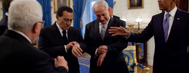 Netanyahu_and_Mubarak_checking_their_watches